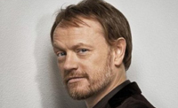Jared Harris en savant fou dans The Quiet Ones
